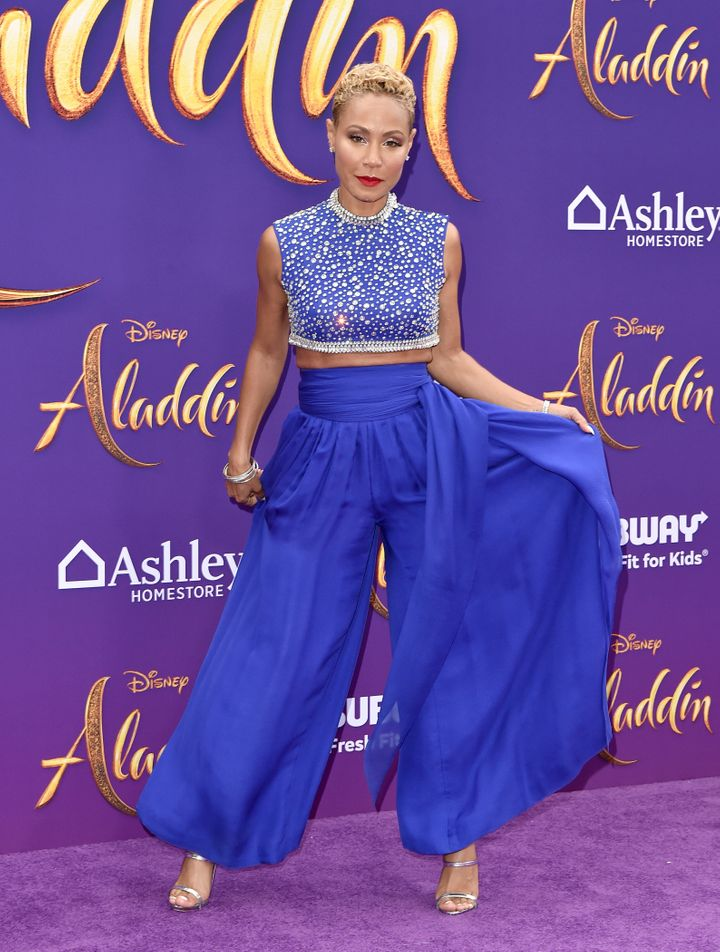 "Jada Pinkett Smith slays the ""Aladdin"" premiere red carpet in a genie-inspired look."