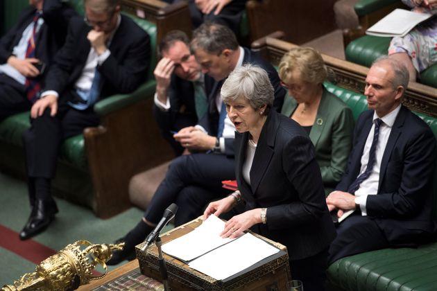 Brexit: Bουλευτές και υπουργοί μεθοδεύουν την άμεση απομάκρυνση της