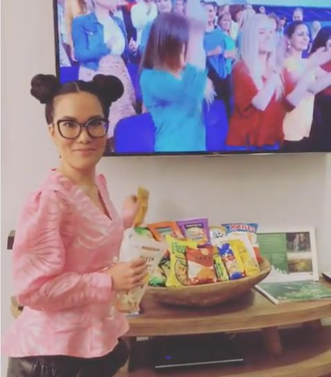 Ali Wong Hilariously Indulges In 'Sacred Chinese Tradition' In 'Ellen Show' Green Room