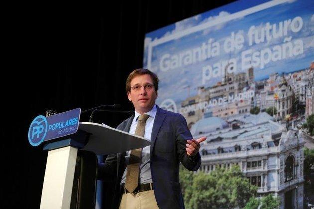 Cachondeo por cómo ha llegado Martínez-Almeida al debate de