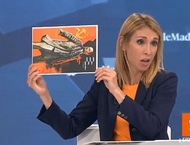 Silvia Saavedra (Ciudadanos) saca un cartel de Lenin en el debate de Telemadrid: hay un detalle que todos