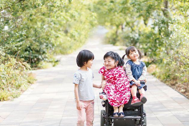 車椅子に乗る、超小型ママの子育て。私が『ママは身長100cm』を書いた理由