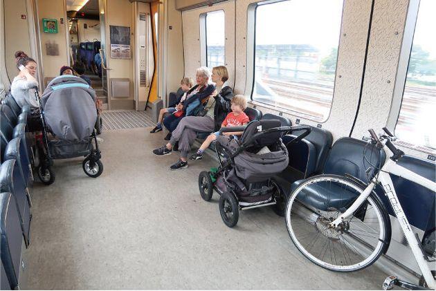 車いす、ベビーカー、自転車だって何台も乗れる、デンマークの電車内。