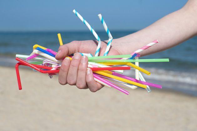 영국이 내년 4월부터 플라스틱 빨대 사용을