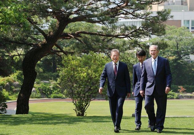 문재인 대통령과 부시 전 미국 대통령이 나눈 대화는 이렇다