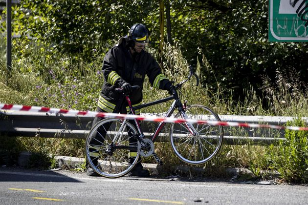 Roma, preso lo sciacallo che rubò il portafogli al ciclista morto in un