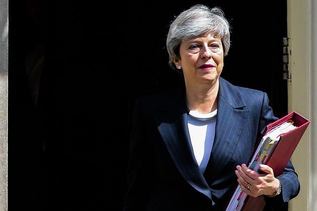 テリーザ・メイ英首相、6月7日に...