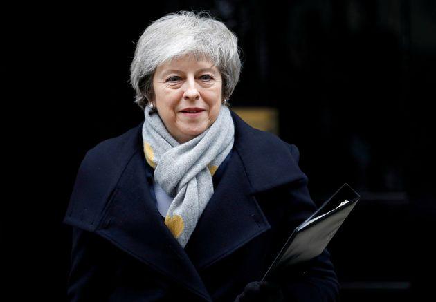 Theresa May se prepara para presentar su dimisión este viernes, según 'The