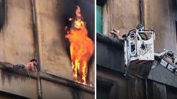 La casa va a fuoco, il ragazzo gattona sul cornicione. Il salvataggio è