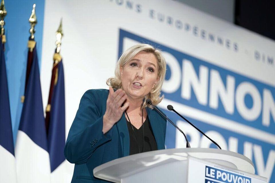 Marine Le Pen da un discurso de campaña el 24 de febrero de 2019 en Caudry, al norte de