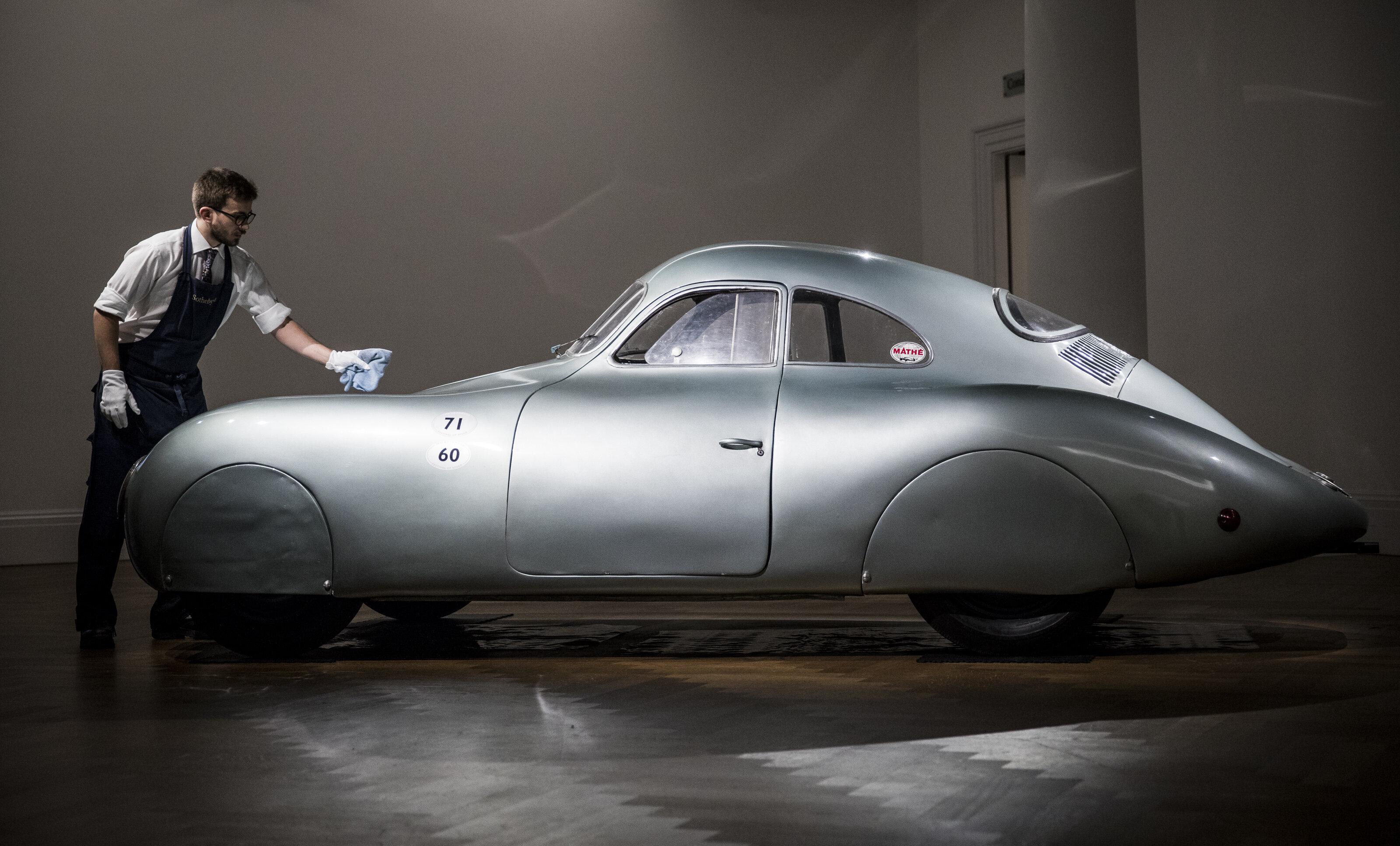 La plus vieille Porsche au monde mise aux