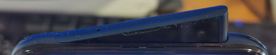 L'aileron en forme de requin se déploie quand on veut prendre un