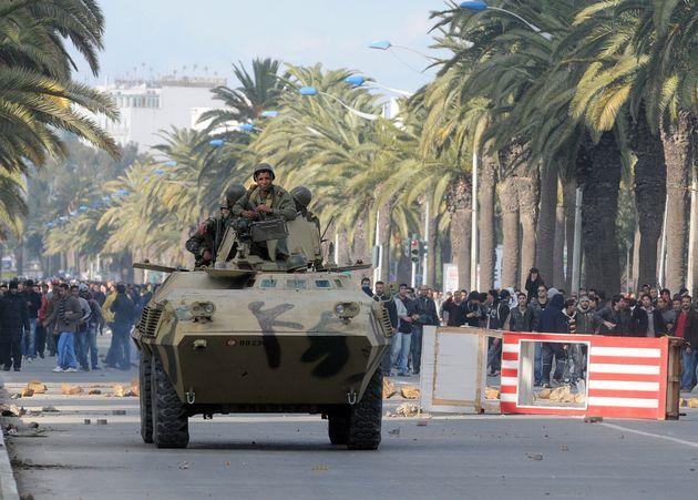 Pourquoi l'armée tunisienne se range-t-elle souvent du côté des manifestants? Une étude dévoilée par...