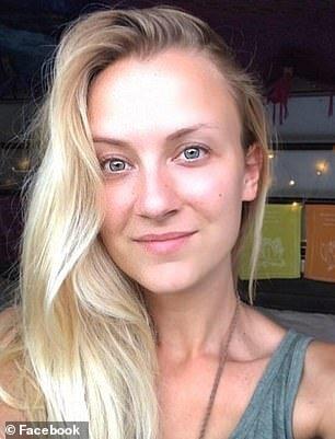 Γαλλία: Ψάχνει απεγνωσμένα τη φωτογραφική μηχανή της - Είναι γεμάτη με γυμνόστηθες