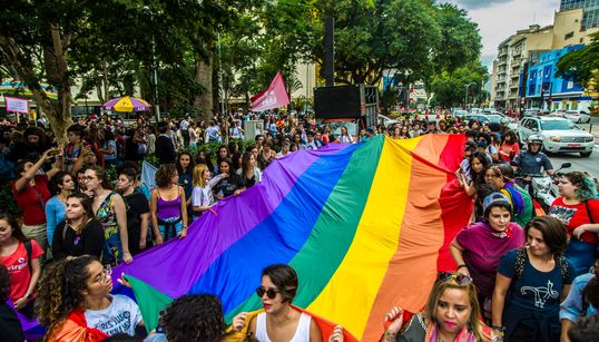 Bancada evangélica articula projeto de criminalização da homofobia em resposta ao
