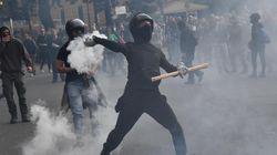 Scontri tra antifascisti e polizia a Genova durante il comizio di Casapound: alcuni manifestanti