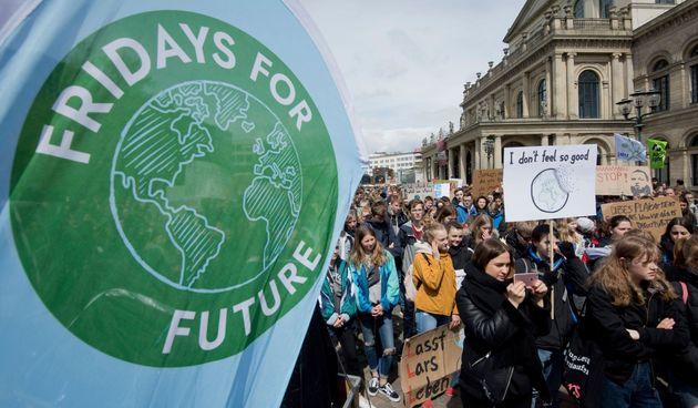 Στους δρόμους ξανά νέοι από όλο τον κόσμο για το κλίμα την