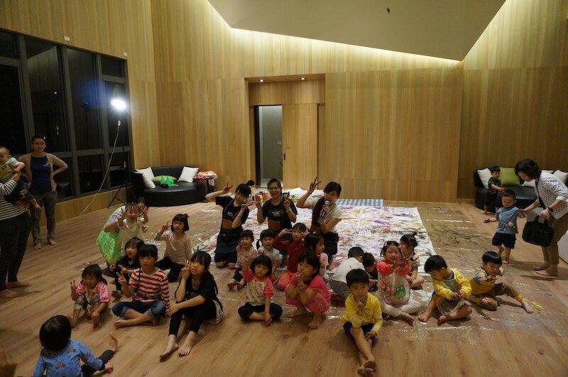 ▲建商規劃得宜的公共空間,成為孩子聚會的最佳場所。大毅樹幸福提供