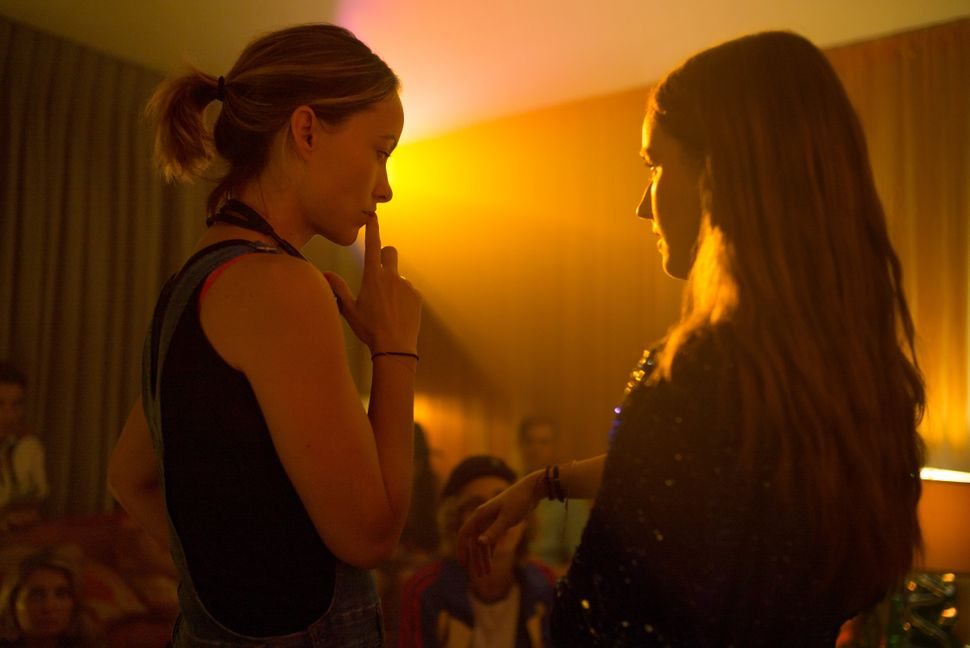 "Olivia Wilde and Kaitlyn Dever on the ""Booksmart"" set."