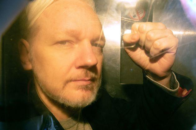 Wikileaks: 17 νέες κατηγορίες απήγγειλαν στον Ασάνζ οι