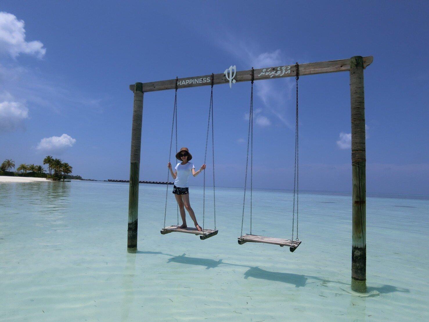 ▲寧靜的芬尼芙島相當適合兩人世界,楊千霈度假好心情完全藏不住。