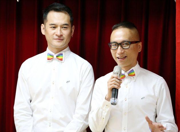 曹朝郷(左)と邱亮士さん