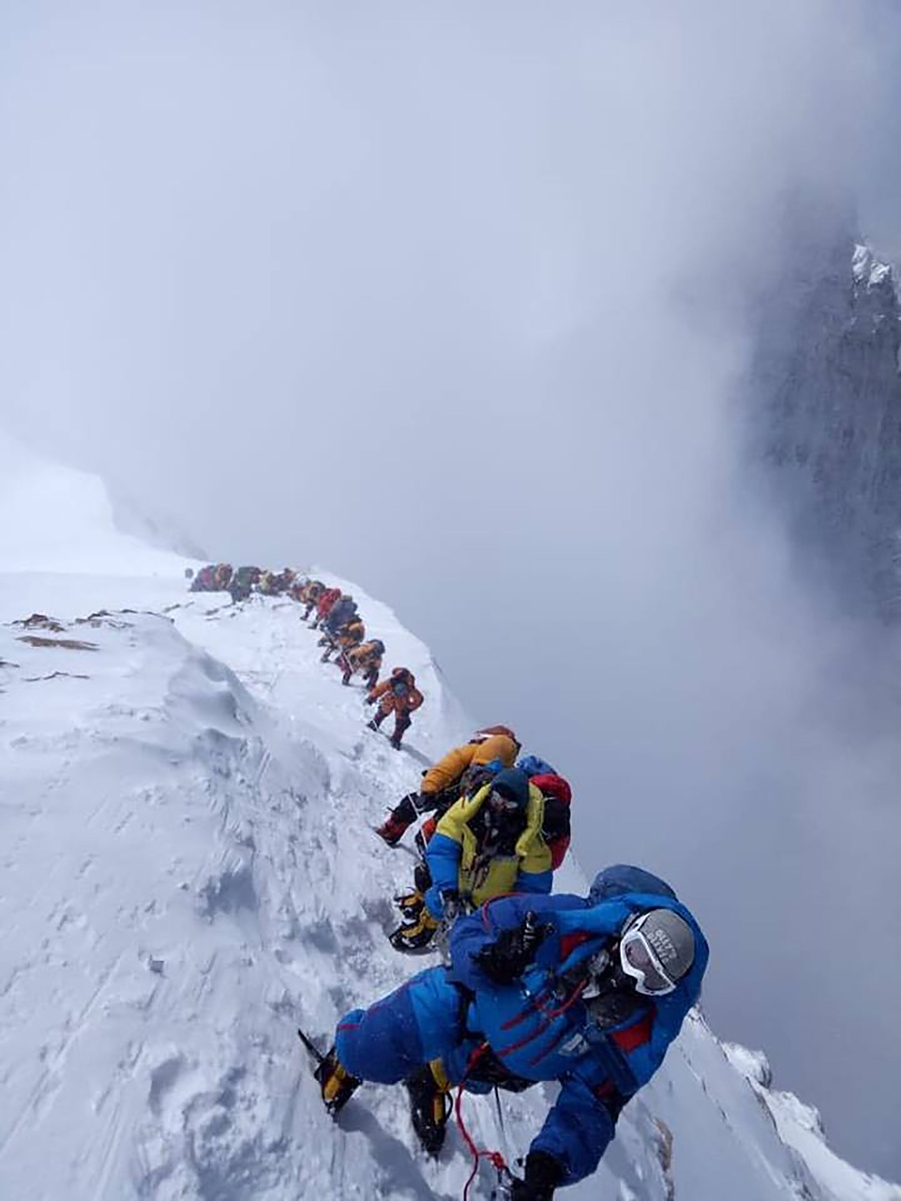 Εβερεστ: Ορειβάτες πεθαίνουν στην αναμονή για να ανέβουν στην