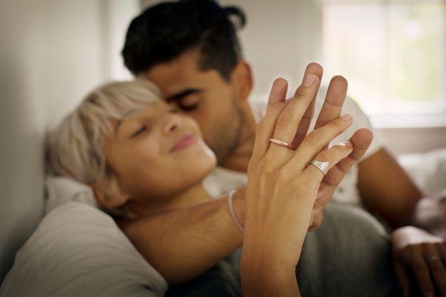 새로운 파트너에게 성매개 감염(STI)이 있는지 어색하지 않게 물어보는