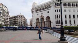La capitale bloquée, une armada de policiers en tenue civile à la Grande-Poste, des