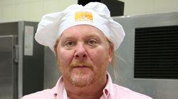 """""""Palpeggiata dopo selfie al ristorante"""". Lo chef Mario Batali accusato nuovamente di"""