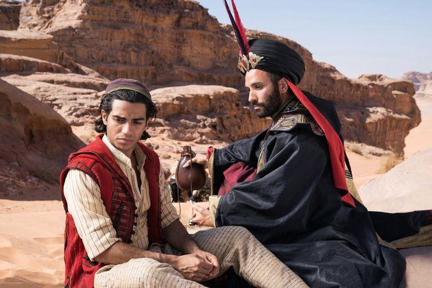 Mena Massoud aux côtés de l'acteur Marwan Kenzari, alias Jafar dans la nouvelle adaptation...