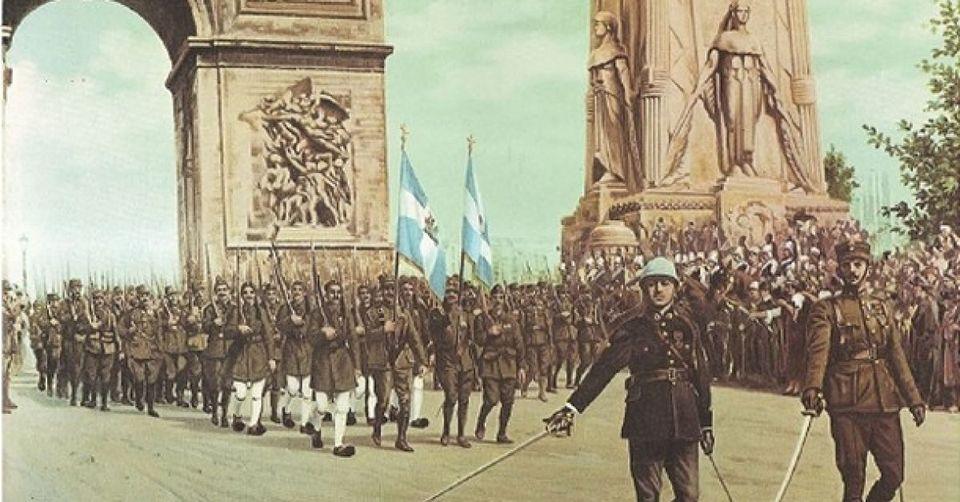 Στιγμιότυπο από το δεύτερο προεκλογικό spot της Χρυσής Αυγής. Έλληνες στρατιώτες παρελαύνουν κάτω από...