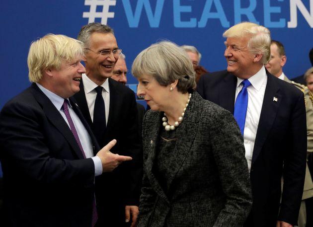 Boris Johnson, Donald Trump etTheresa May lors d'un sommet de l'OTAN en mai