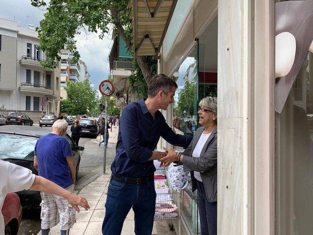 Στις γειτονιές της Αθήνας μέχρι την τελευταία μέρα της προεκλογικής περιόδου ο Κώστας