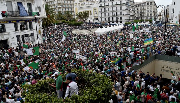 14e vendredi à Alger: face à la répression policière, les Algériens sortent encore plus nombreux dire...