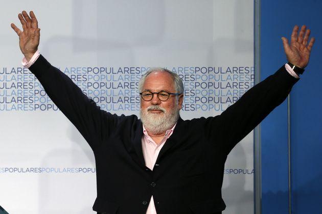 Miguel Arias Cañete celebra su victoria en
