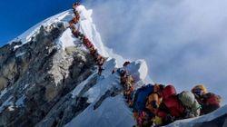Siete muertos en el Everest en pleno atasco para hacer cumbre, con 200 montañeros en un