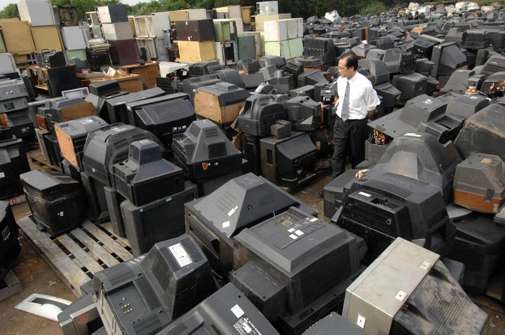 In 1998, Taiwan's 12 major household electric appliance manufacturers formed a company called E&E Recycling to comp