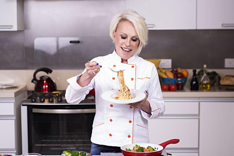 Ana Maria Braga revela origem do bordão 'Acorda, menina' e diz que comida brasileira é