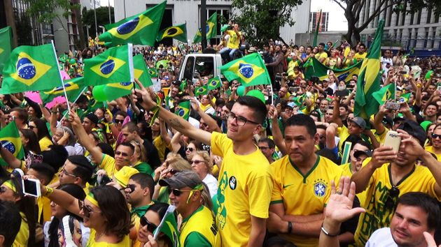 Para protestos de hoje, deputados do PSL deixaram de lado críticas à velha política...