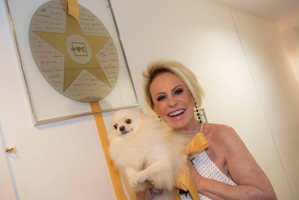 Ana Maria Braga com sua cachorrinha