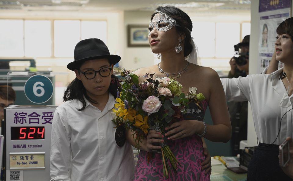 A dramaturga LiYing Chien e sua companheira, a desenhista Cynical
