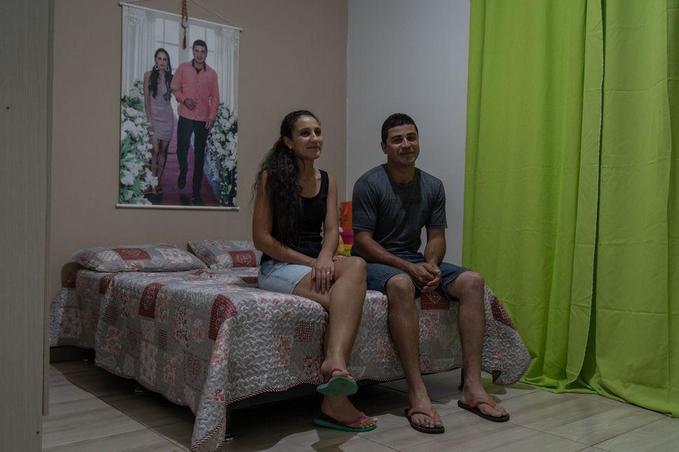José Carlos de Paula, de 29 anos, e Renata Aparecida Coelho de Paula, de 26, foram obrigados a...
