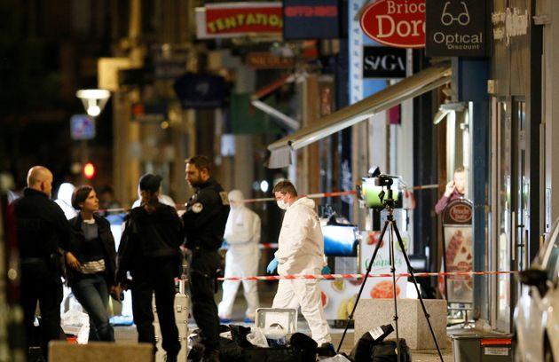 La police scientifique sur le lieu de l'explosion d'un colis piégé ce 24 mai à