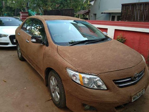 Ινδία: Γυναίκα κάλυψε το αυτοκίνητό της με κοπριά αγελάδων για τον πιο απίθανο