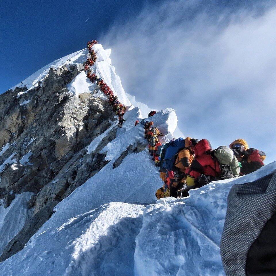 Εβερεστ: Γιατί υπάρχει φονικός συνωστισμός στην κορυφή - Νεκροί ακόμη τέσσερις