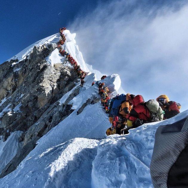 Εβερεστ: Γιατί υπάρχει φονικός συνωστισμός στην κορυφή - Νεκροί ακόμη 4