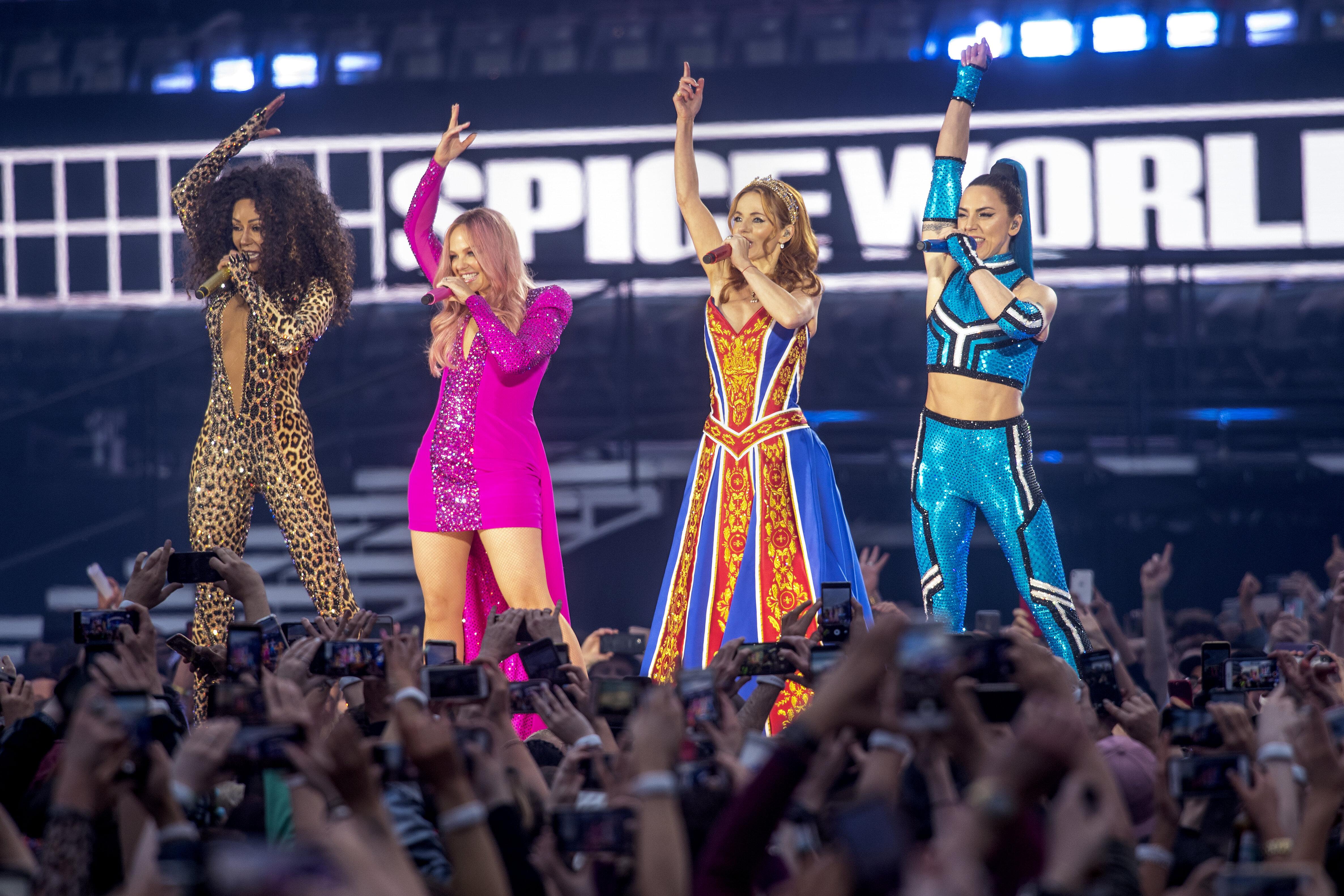 Οι Spice Girls έδωσαν την πρώτη τους συναυλία μετά την επανένωση και πήγαν όλα