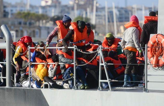 Διάσωση 216 μεταναστών από το ναυτικό της