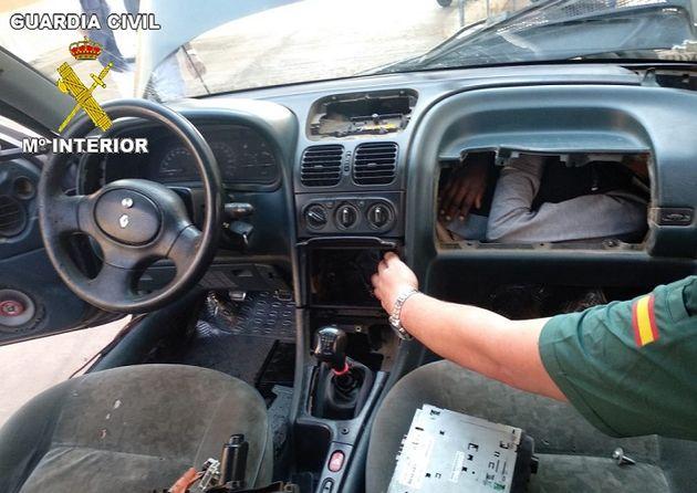 En une journée, la police espagnole retrouve quatre migrants dissimulés dans des